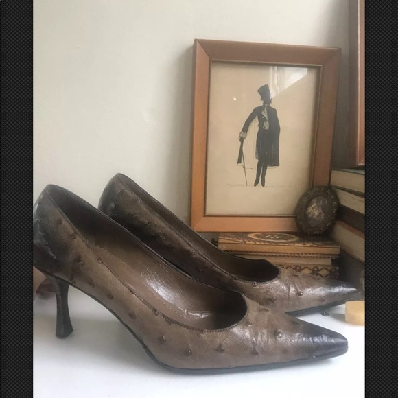 Gucci Shoes - Gucci Ostrich pointed pumps